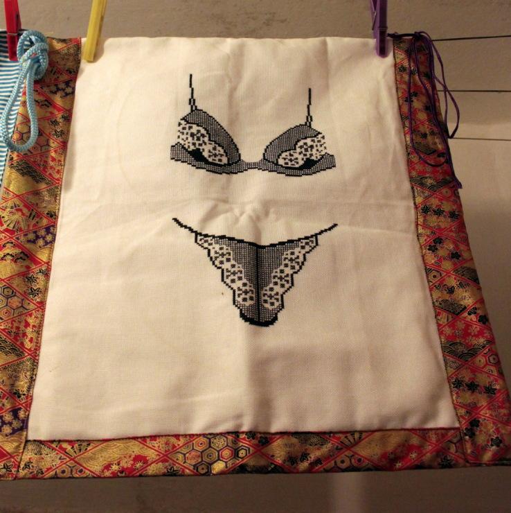 Вышивка на мешочек для белья 15