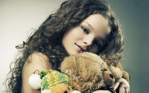 фото красивых девушек с игрушками внутри