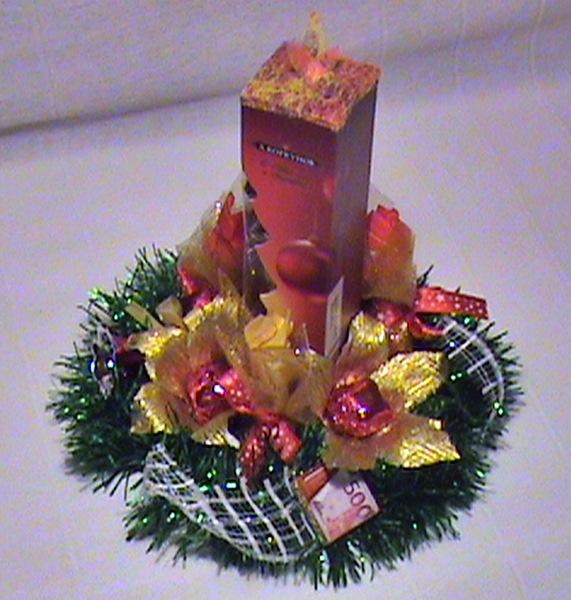 Новогодние подарки из гофрированной бумаги и конфет 83