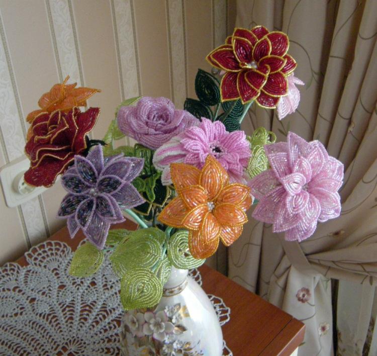Цветки из бисера своими руками