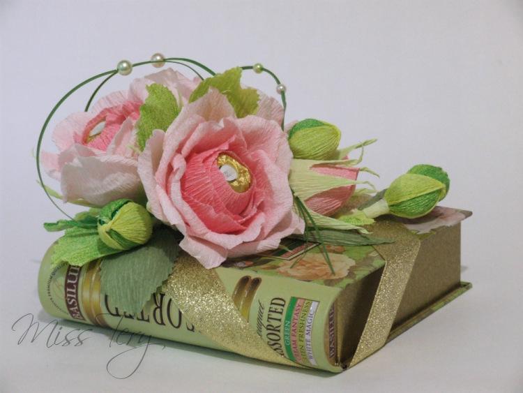 Коробка с цветами из конфет и чаем своими руками 22
